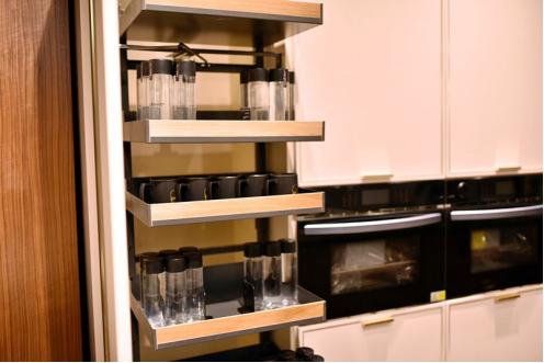 厨房空间不够用?我乐橱柜三段空间收纳法帮你搞定