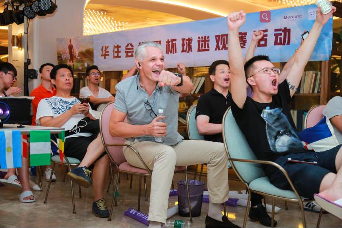 庆法国夺冠 美居酒店豪掷积分与上海球迷激情狂欢
