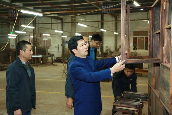 东成红木:108道工序背后的工匠精神