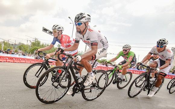 2018环青海湖国际公路自行车赛完美收官,LIVALL车队表现抢眼