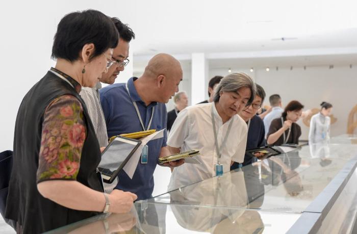 首届全国工艺美术作品展即将在上海开幕