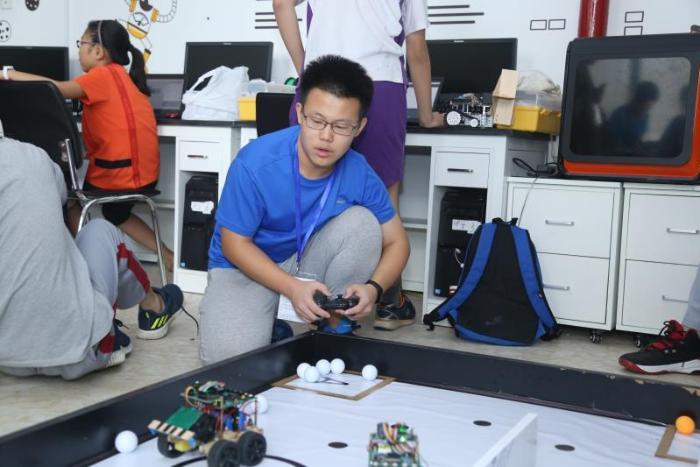 梦想智造 牵手未来——2018青少年电子信息与智能控制创新实践展示活动在京举行