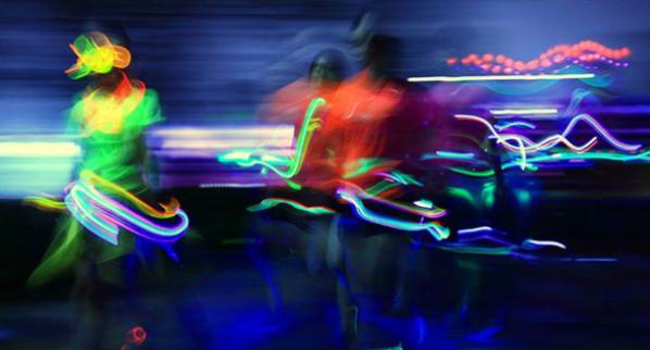 """匹克""""全程律动"""",6公里马拉松,与光同跑"""