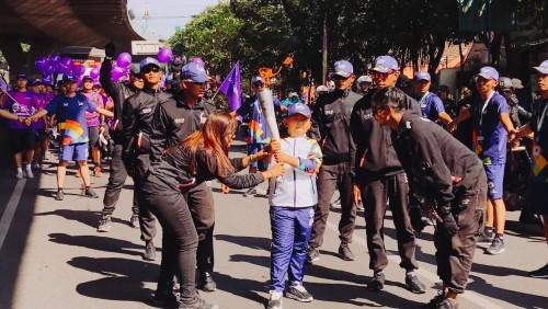 """高举亚运会小火炬,361°儿童""""小火炬手""""用行动点燃""""对世界的热爱"""""""