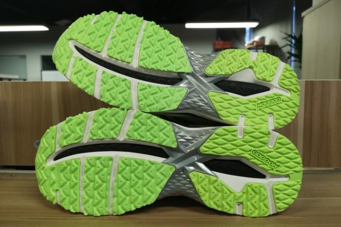 更轻、更专业 体验咕咚智能跑鞋 21K 超轻款