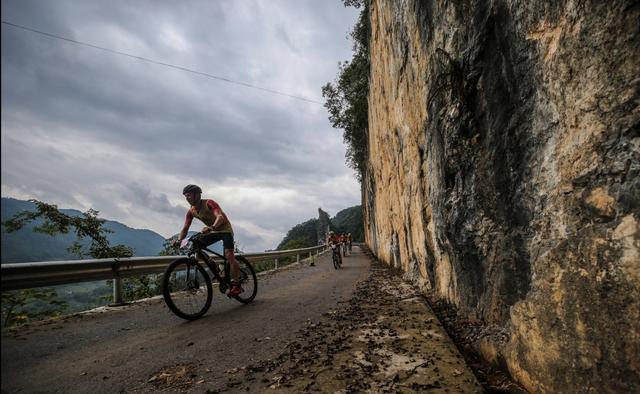 探路者队勇夺第十五届国际山地户外运动公开赛总冠军