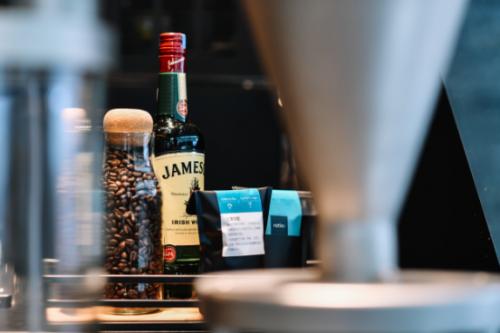 威士忌碰撞咖啡,缠绵微醺在舌尖
