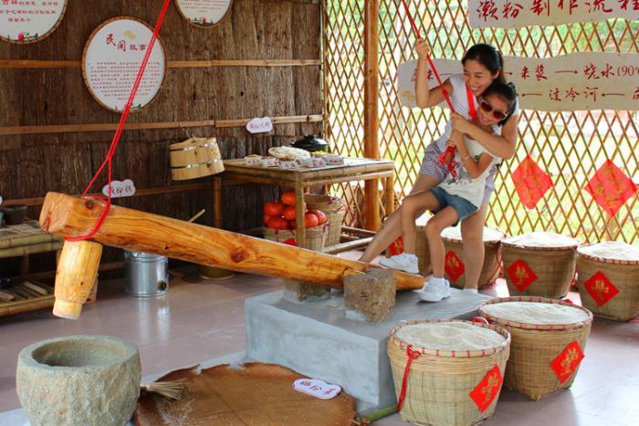 国庆假期到盈香生态园玩转濑粉节挑战玻璃桥