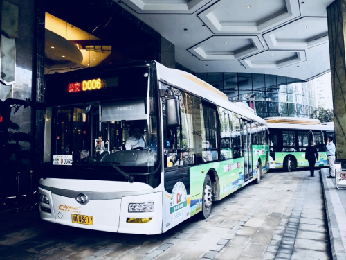 """交通运输部副部长刘小明体验成都""""定制巴士"""""""
