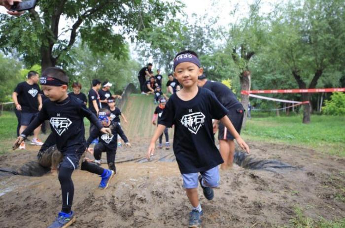 海坨山谷. 赫石小超人体能挑战赛再度成功举办特色赛事促进少年儿童体能发展