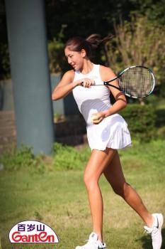 17岁的网球新星因何成为了百岁山的首位代言人?