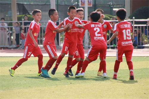 青训足球新历史!中国足球小将郑州打造全新奇迹!