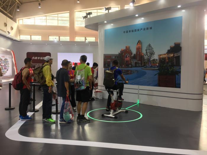 向着幸福跑 华夏幸福展区亮相2018北京·马拉松博览会