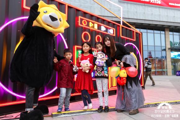 街舞男团现身苏宁广场舞大赛,秀出双11网红舞步