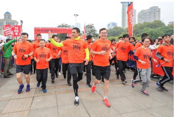 科勒·2018武汉国际10公里精英赛鸣枪开赛 明道带领千人秋日畅跑