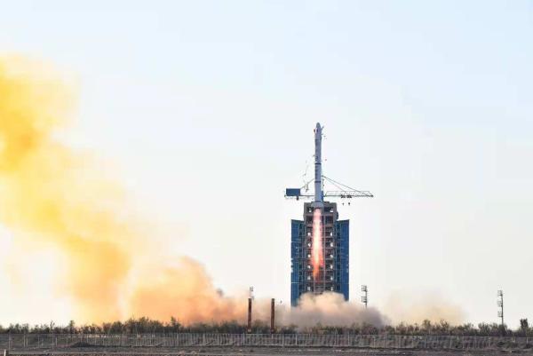 """全球首个商业AI星座首星发射成功, 共建""""太空+城市运营""""新生态"""
