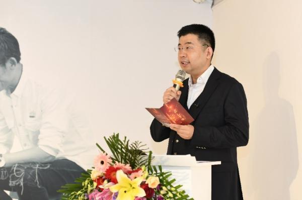 中国与西方艺术碰撞,红色一号演绎白酒新文化
