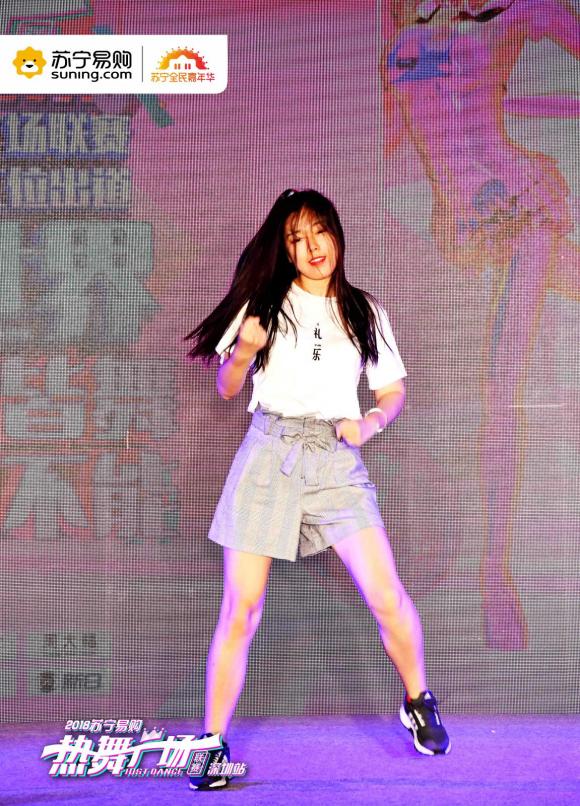 苏宁广场舞大赛美女如云,窈窕身姿舞动双十一