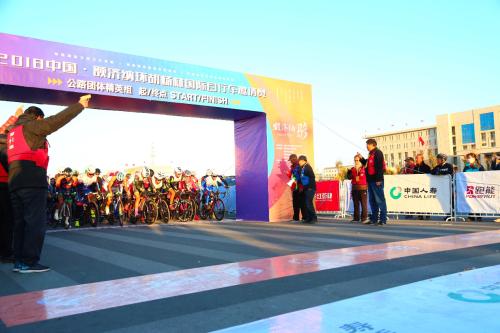 第三届中国额济纳环胡杨林国际自行车邀请赛圆满落幕