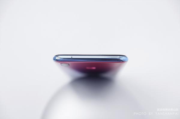 华为再次将渐变色运用到极致,华为畅享9 Plus极光紫版首发图赏