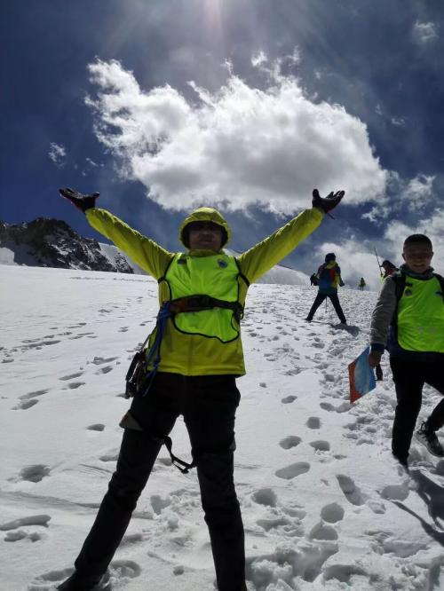 从纳木措徒步大会到中国西藏登山大会 高反灵登顶洛堆峰,彰显高反干预价值
