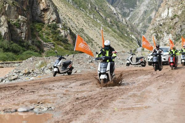 骑着雅迪闯川藏线,体验动力与激情