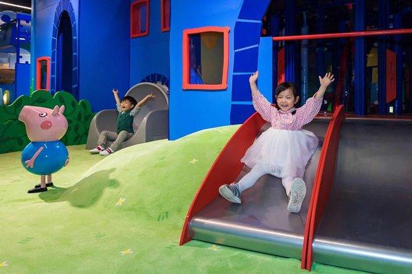 """全球首家""""小猪佩奇的玩趣世界""""9月30日面向公众开启试运营"""