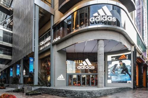 ALPHAEDGE 4D White于阿迪达斯亚太区第一品牌中心全球限量首发