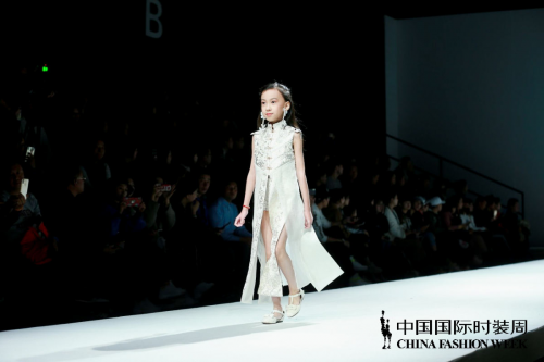"""中国国际时装周·DKLTJU 2019春夏""""水色""""系列新品发布"""