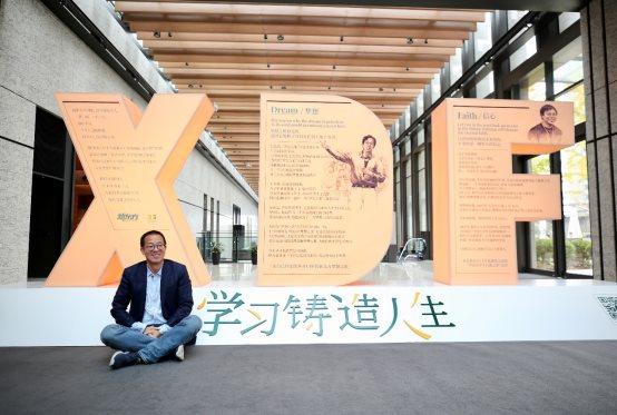 """教育+艺术新跨界,新东方联手艺术家解勇打造教育行业首个装置艺术展""""学习铸造人生"""""""