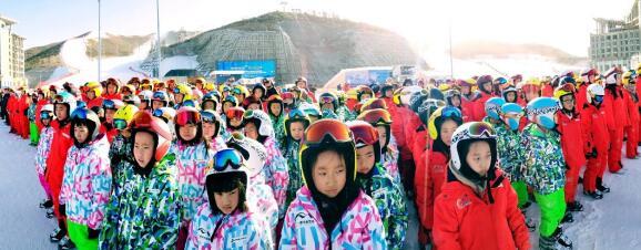 """翠云山银河滑雪场""""全国中小学生研学实践教育基地""""正式揭牌"""