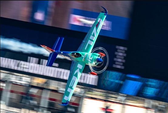 雄鹰翱翔,飞劲轮胎征战空中F1