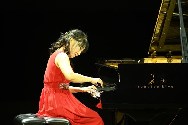 香港名家登台长江钢琴全国高校钢琴音乐周
