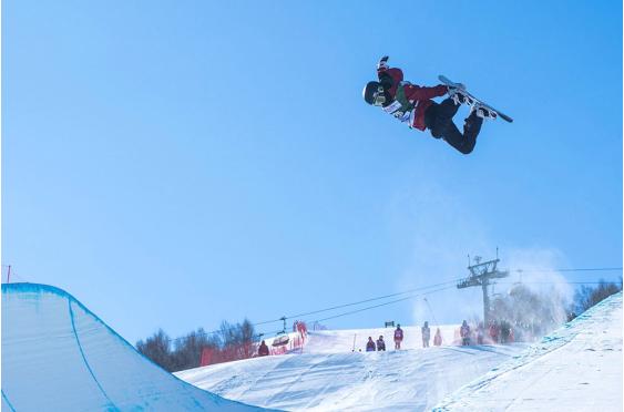全国单板滑雪U型场地锦标赛暨U18青少年锦标赛在云顶开赛