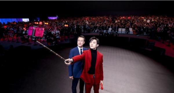 华为nova4发布会在长沙举办,易烊千玺现场说蜜语