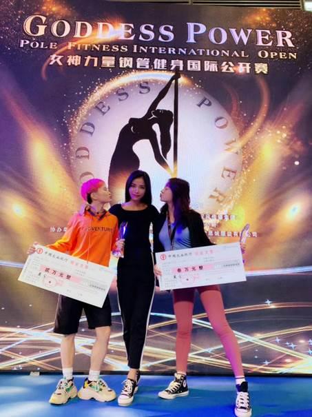 国际【空中舞王争霸赛】中国选手张雨欣、周迅为国争光
