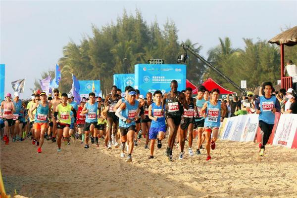 全球超长沙滩半马引万名跑者 陵水体育产业再上台阶