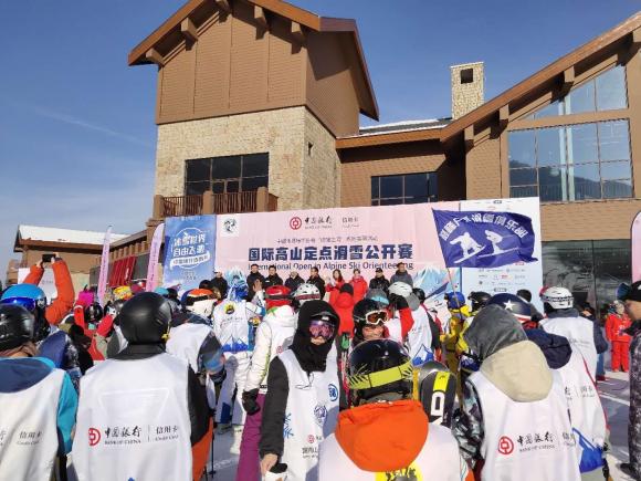 """""""场馆之间""""暨中国银行信用卡国际高山定点滑雪赛受热捧"""