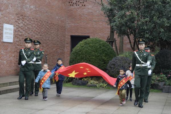 """乐宁教育优秀学员参与团区委 """"国旗下成长""""主题活动"""