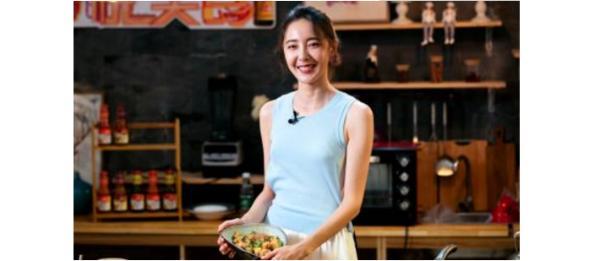 米露做客东古《悦·美食》 变身娇美厨娘