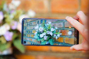 为什么年轻人都喜欢三星Galaxy A8s,你知道吗?