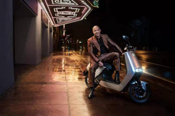 雅迪G5亮相《天天向上》 品牌形象大使范迪塞尔助力雅迪国际征程