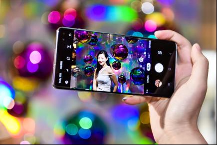 超感官全视屏+骁龙855 三星Galaxy S10系列引热议