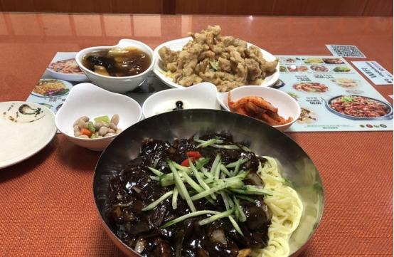 """20年韩餐老店变身""""网红店"""",营业额增长30%的秘诀是什么?"""