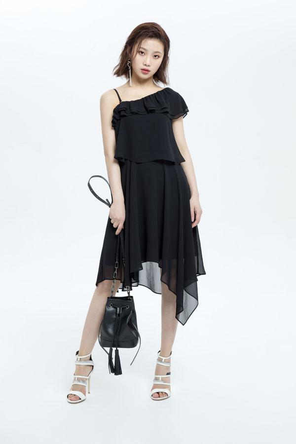 高颜值女团L.I.K.E跨界推出联名款女装 时尚爱豆名不虚传