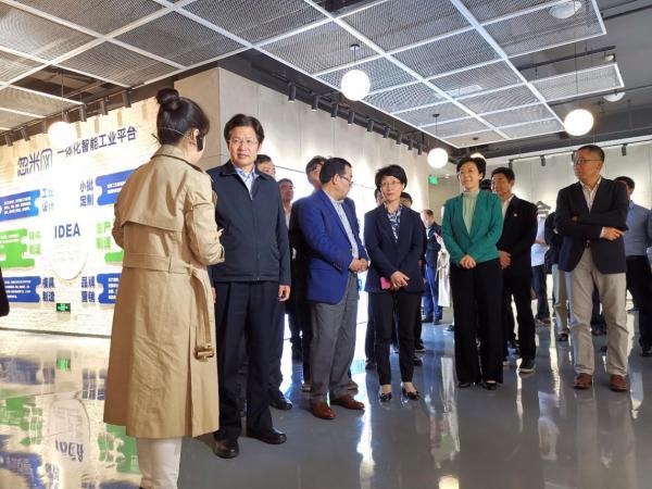 全国政协副主席、全国工商联主席高云龙调研参观忽米网,鼓励支持科技创新