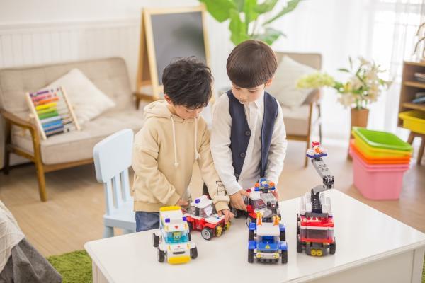 明星孩子也玩积木 6岁以下儿童首选布鲁可大颗粒积木