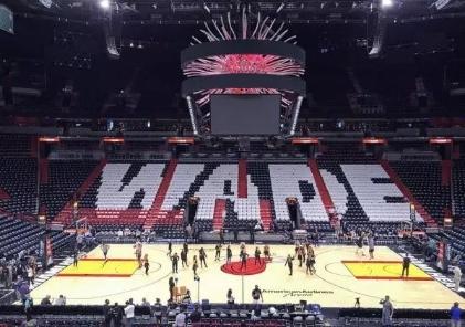"""被千万球迷致敬的NBA超级篮球巨星""""闪电侠""""韦德的精彩人生"""