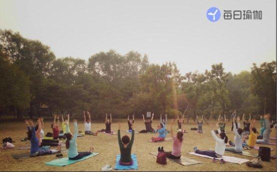 《青春有你》,公益同行,每日瑜伽陪训练生遇见更好的自己