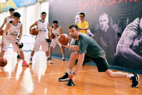DR1VEN携顶级篮球训练师助力中国篮球青训事业